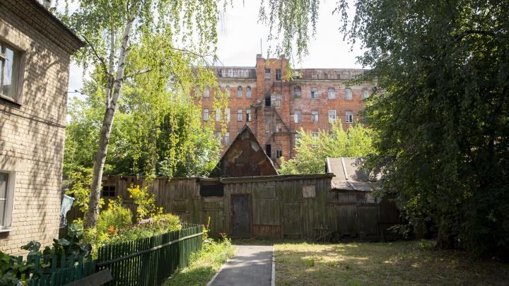 Руины промышленной империи: как в Ярославской области поселок с замком превратился в захолустье