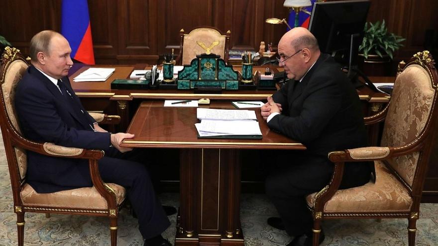 Путин и Мишустин опубликовали свои доходы. У кого больше денег?