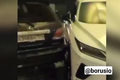 Водитель, вероятно, повредил и другие авто в салоне