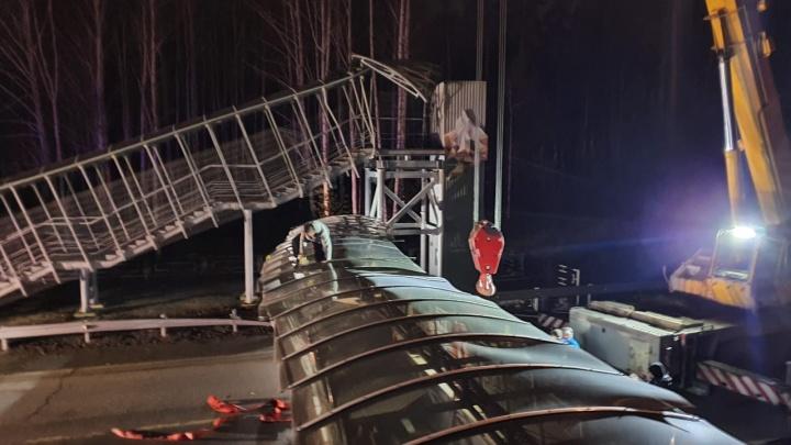 Дорожники назвали стоимость упавшего моста на ЕКАД: владельцев фуры засудят на круглую сумму