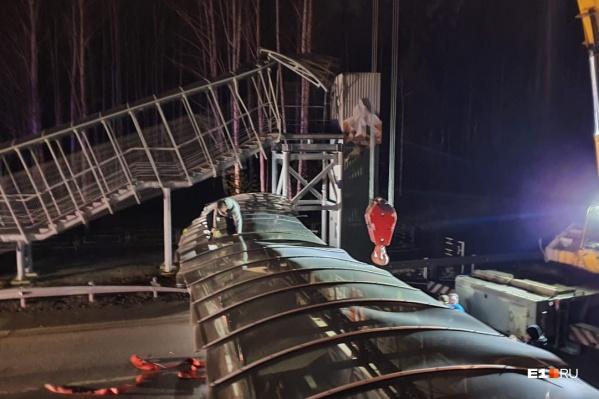 Мост упал, но, к счастью, никого не убил