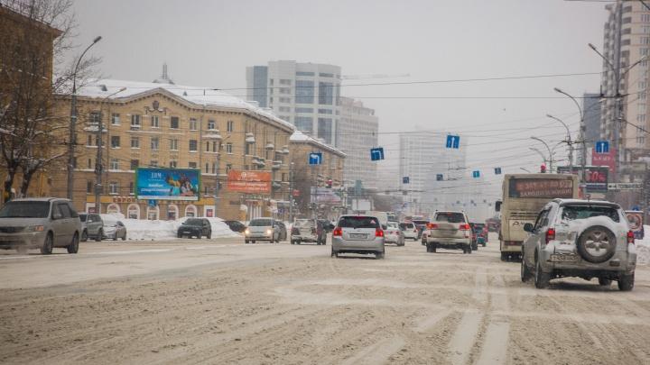 Штрафы, запрет на выезд из дома и зеленая волна для спецтехники: как справляются со снегом в разных городах