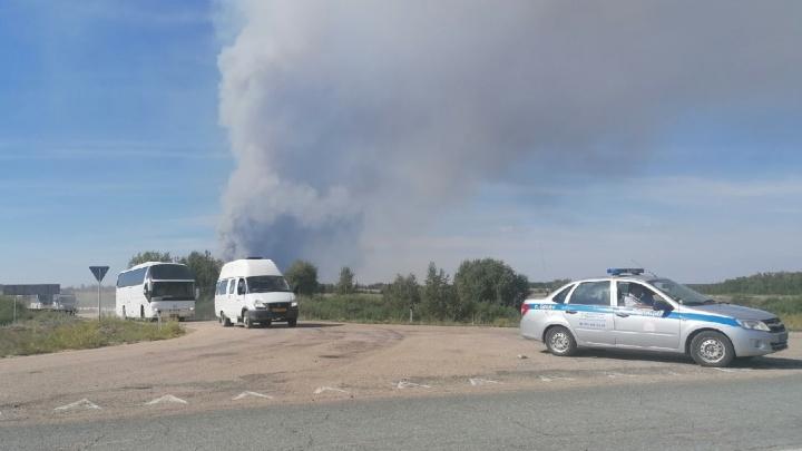 В Челябинской области из-за крупного пожара эвакуировали детей из загородного лагеря