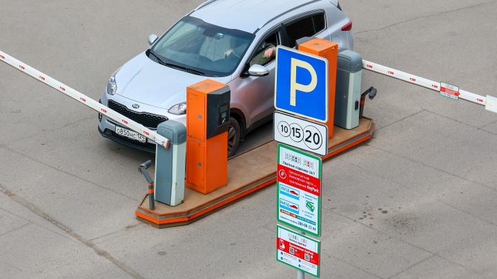 Парковки у «Фон Барона» и на Ярыгинской набережной намерены сделать платными