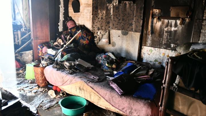 Обстановка почти не пострадала: фоторепортаж из сгоревшей квартиры на Мичурина