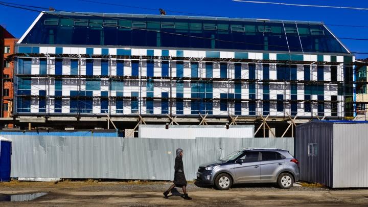 «Архангельск» на весь дом: заслуженный архитектор России ответил, зачем подписывать здание речпорта