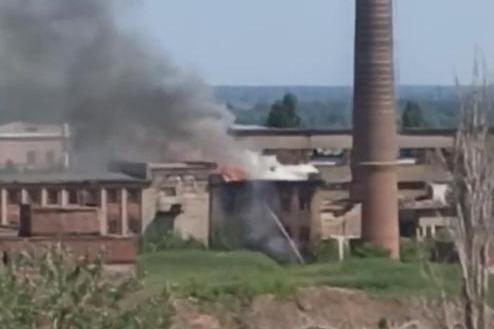В Волгограде горит Тракторный завод. Огонь охватил остатки цехов