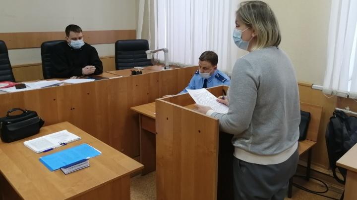 В Екатеринбурге оспорят приговор приставу, которого оставили на свободе после серии взяток