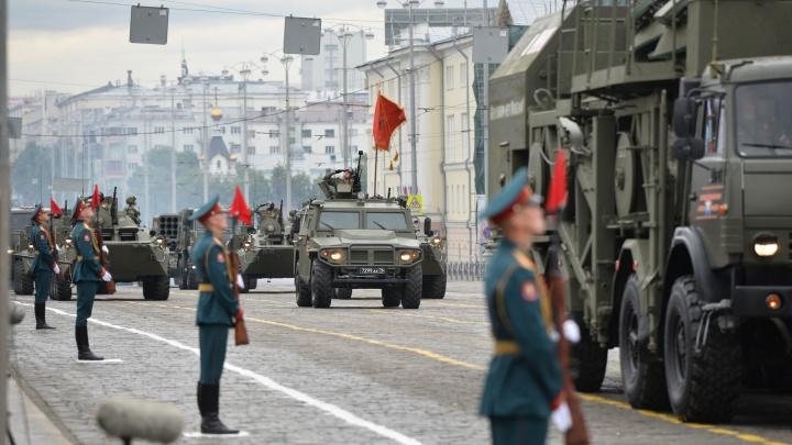 Мэрия объявила график репетиций парада Победы в Екатеринбурге. Когда будем стоять в пробках?