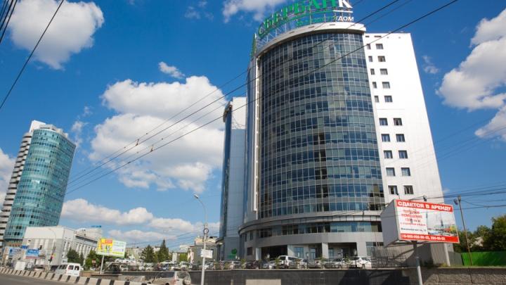 Сотрудники новосибирского Сбербанка заявили, что им угрожают отстранением от работы за отказ прививаться