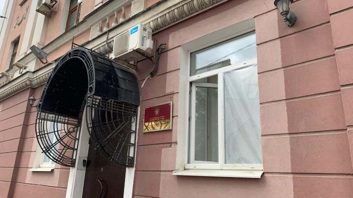 В Ярославле разбили окна в здании Следственного комитета