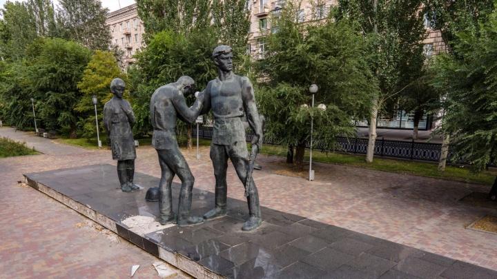Мэрия Волгограда рассказала, когда будут спасать памятник комсомольцам в центре
