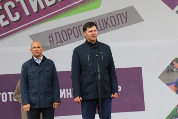 Почти полтора года Юрий Алтынов провел под домашним арестом. На фото Юрий Алтынов и Сергей Сарычев — вице-губернатор Тюменской области, координирует взаимодействие с рядом ключевых ведомств региона, в том числе — УМВД