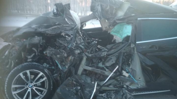 В аварии на трассе Челябинск— Екатеринбург погиб пассажир легковушки, водитель ранен