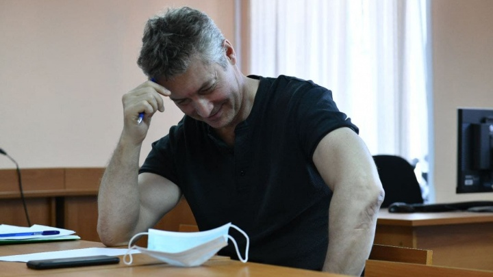 Суд оставил в силе штраф Евгению Ройзману за участие в акциях протеста