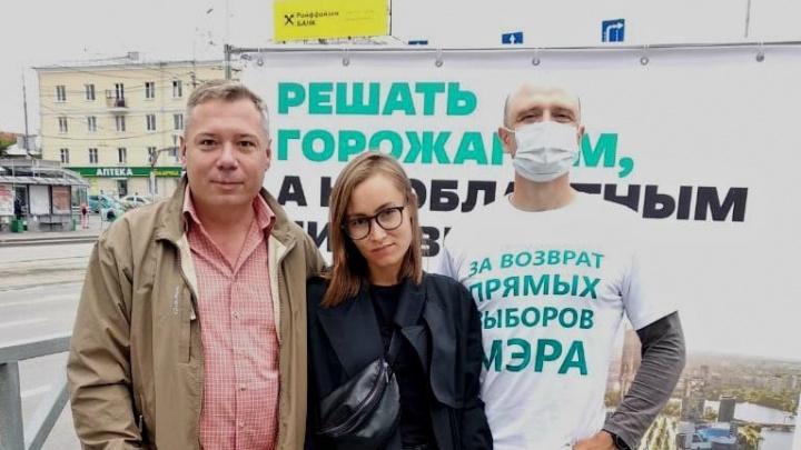 «Остановили жену во дворе, отобрали телефон»: к главе штаба Навального в Екатеринбурге нагрянули силовики