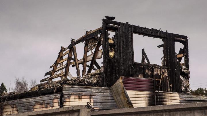 Поджигателю из Мошковского района, по вине которого уничтожено 100 домов, грозит огромный штраф