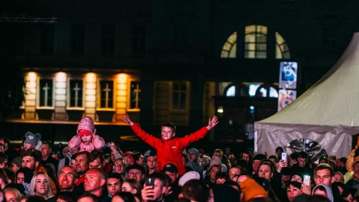 От боёв MMA до концерта Filatov & Karas на Соборной площади: как в Омске прошел «Шторм-Fest»