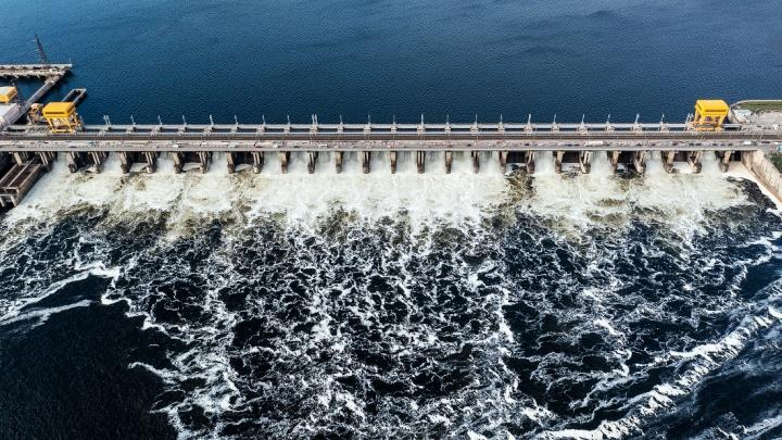 Новосибирский фотограф показал, как выглядит крупнейшая ГЭС Европы, — 8 фото изнутри