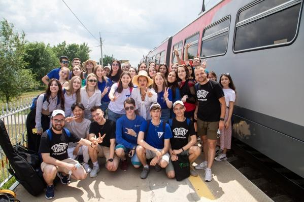 Встреча с телеведущими популярного шоу оказалась случайностью, скрасившей поездку студентов