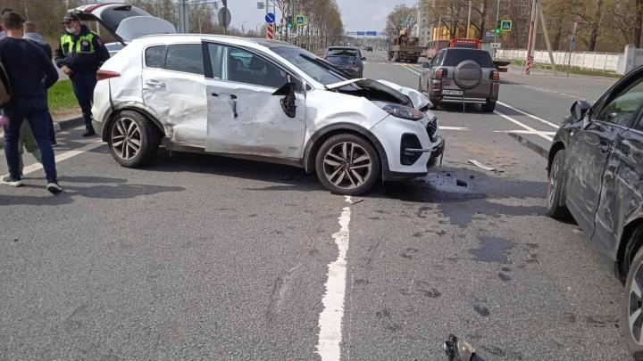 В двух машинах были дети: в Ярославле произошло массовое ДТП с пятью автомобилями