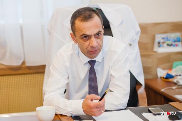 Анатолий Касатов говорит, что раньше на принятие решения по терапии было один-два дня, а сейчас — несколько часов
