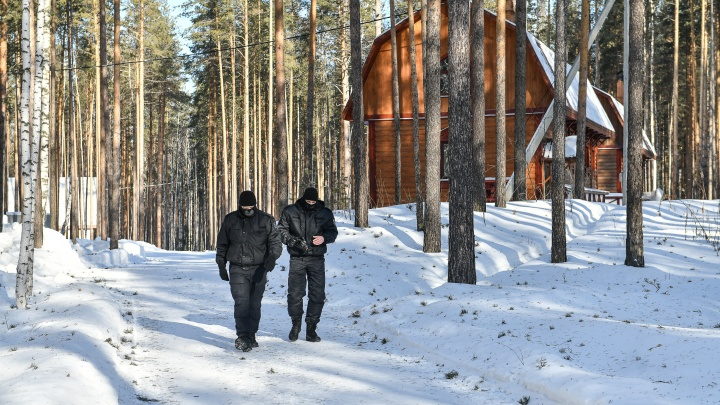 Дома для ВИП-священников и отдельная церковь: как живет мужская половина мятежного монастыря отца Сергия