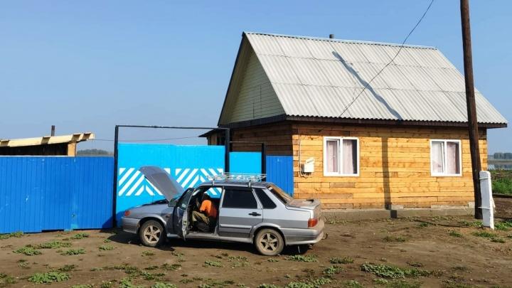В деревне Каракуль, сгоревшей в мае, уже построили шесть новых домов