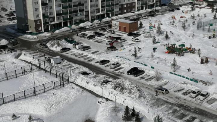 Коммунальщики объяснили, почему выставили новосибирцам счета зауборку снега в2018–2020годах