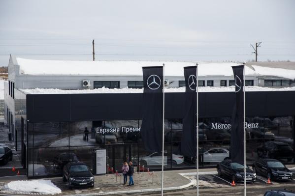 """«Евразия Премиум», одна из 11 компаний автохолдинга <nobr class=""""_"""">Фридманов, —</nobr> официальный дилер Mercedes в Омске"""