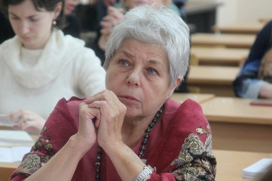 Филолог Людмила Месеняшина считает, что вымарать весь мат из соцсетей невозможно