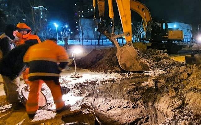 «Возможны провалы грунта»: вероятной причиной коммунального ЧП на Менжинского назвали землетрясение