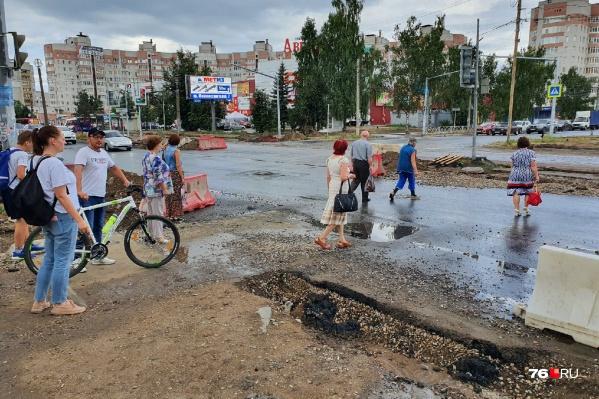 Жители Заволжского района больше полугода скачут по раскопкам