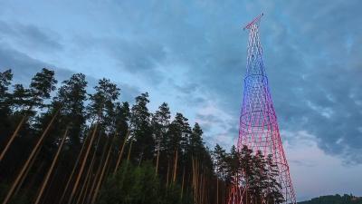 Шуховскую башню в Дзержинске подсветили в цветах триколора перед Днем России
