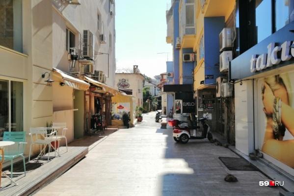 Сейчас в Турции разрешили работу кафе и ресторанов, но только до 19:00