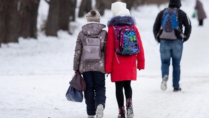 В школах Челябинска из-за мороза снова отменили уроки