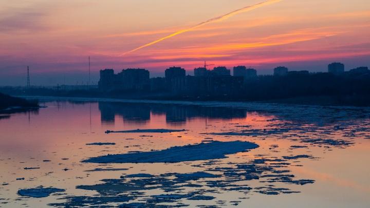 Упавшая с Ленинградского моста омичка скончалась в больнице