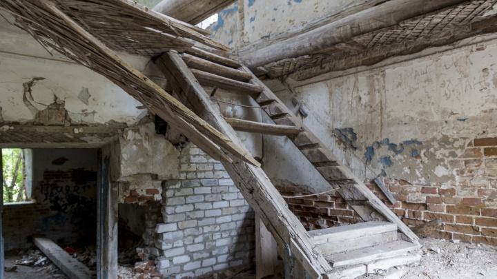 В Волгоградской области 13-летний подросток едва не погиб в заброшенном здании