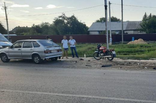 Под Волгоградом 14-летний подросток на мотоцикле протаранил легковушку