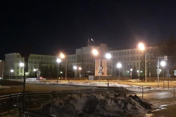 На час у здания правительства Поморья отключили яркую подсветку