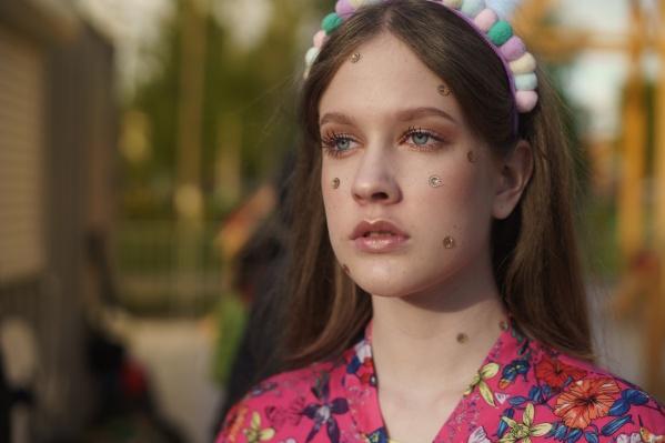 В «Мегахенд» всё чаще заглядывают молодые люди. Они знают толк в вещах, многие обожают стили гранж и винтаж, которые можно найти только в секондах