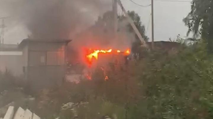 В садах под Екатеринбургом сгорел трансформатор: 280 домов остались без электричества