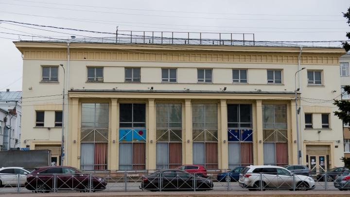 «Ситуация неоднозначная»: депутат рассказал, что можно сделать со зданием «Детского мира»