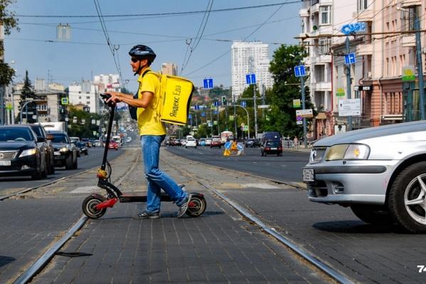 Переезд на пересечении Сони Кривой и Свердловского проспекта должны были отремонтировать еще в прошлом году, но сроки перенесли