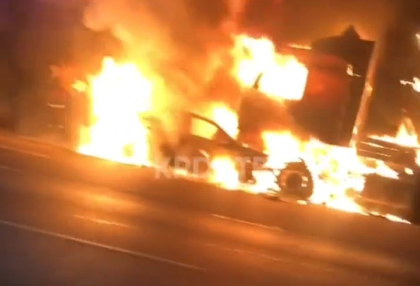 На трассе под Краснодаром водитель сгорел в машине