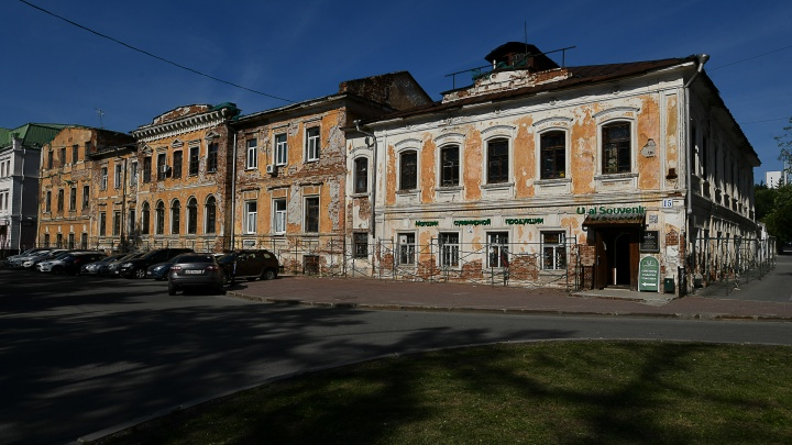 Тайны полуразрушенного памятника: репортаж из укромных уголков здания на Первомайской, куда никого не пускают