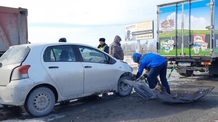 Водителю, попавшему в ДТП на тюменской трассе, стало плохо ссердцем