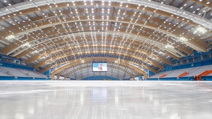 В новом ледовом дворце в Кемерово залили каток. Показываем фото из «Кузбасса»
