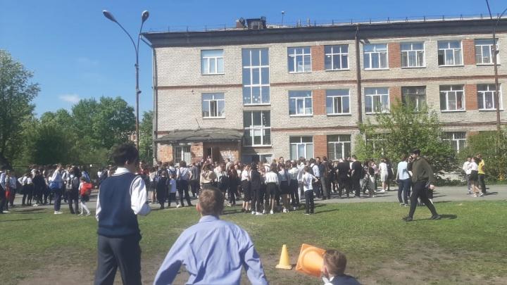 После трагедии в Казани в уральских школах проверят тревожные кнопки и поработают с детьми в соцсетях