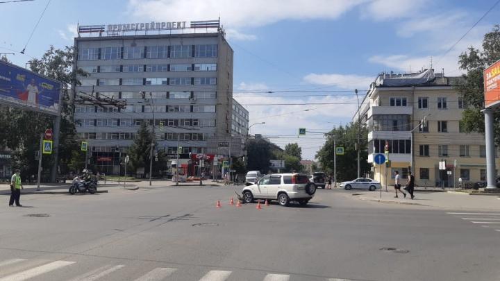 Авария в центре Новосибирска: пострадали пять человек, двоих детей увезли в больницу